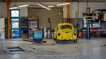 Leżanka warsztatowa - gadżet czy rzecz niezbędna w garażu?